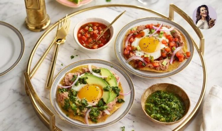 Huevos Divorciados / Mexican Eggs Benedict, Friday Night Snacks and More...