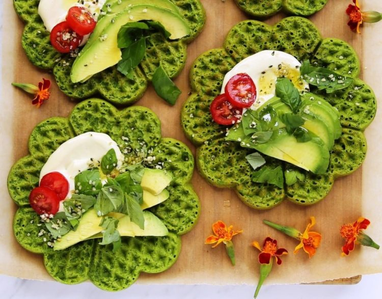Spinach and Apple Oatmeal Waffles, Friday Night Snacks and More...